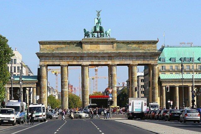 Beim Liebeskind Weihnachts-Gewinnspiel wird ein besonderes Liebeskind-Wochenende in Berlin verlost. Zudem gibt es Shopping-Gutscheine und Rabatte.