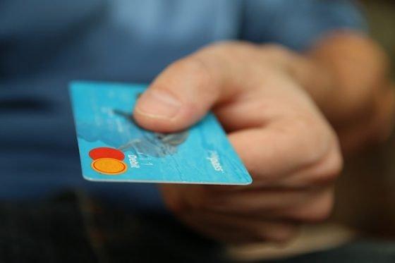 KOSTENLOSES Girokonto gesucht? Wir haben die wenigen noch kostenlosen Konten für Sie gefunden, bei denen Sie außerdem noch kostenlos Bargeld abheben können.