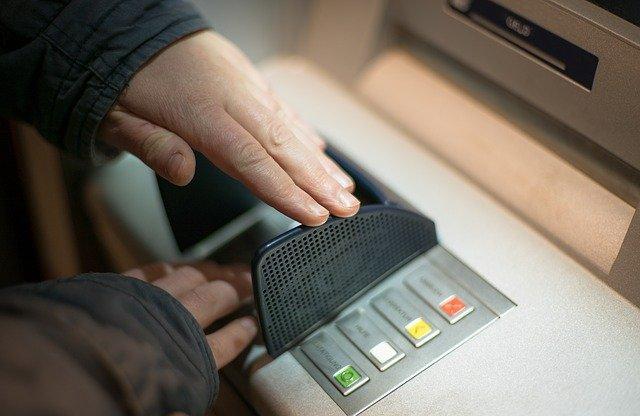 KOSTENLOSES Girokonto gesucht? Wir haben die wenigen noch kostenlosen Konten für Sie recherchiert, bei denen Sie außerdem kostenlos Bargeld abheben können.