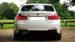 Lust auf ein neues Auto? Dann schnell zu Bader. Der Mode- und Lifestyle-Experte verlost nämlich aktuell einen nagelneuen BMW 3er!