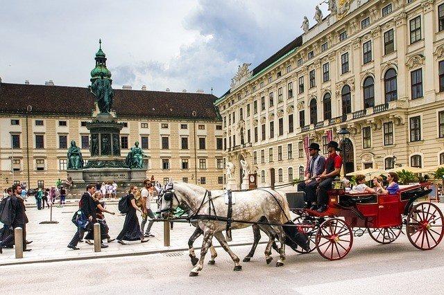 Gewinnen Sie jetzt mit Hugendubel und Flexi Pass eine von insgesamt drei unvergesslichen Wien-Reisen inkl. Übernachtung und Anreise-Gutschein.