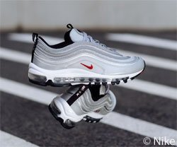 """Glamour verlost gemeinsam mit Sneak-a-Venue ein Paar der bereits ausverkauften Nike """"Air Max 97 Silver Bullet"""". Teilnahmeschluss ist am 15.04.2018."""