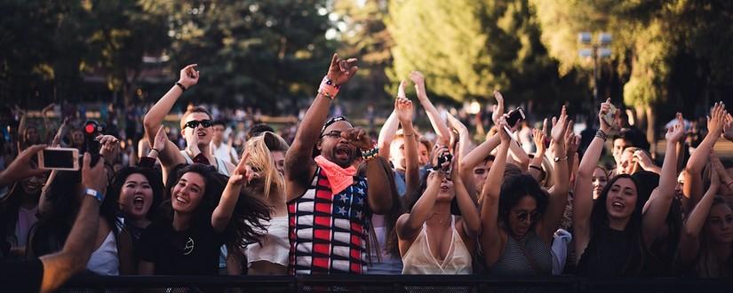 Festival Menschen vor der Bühne