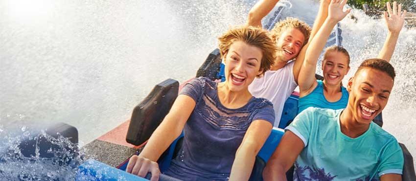 DB Mobil Gewinnspiel: Familie in Wildwasserbahn