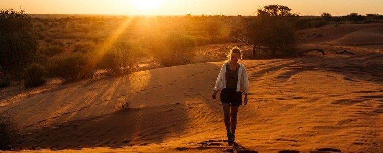 Frau in der Wüste