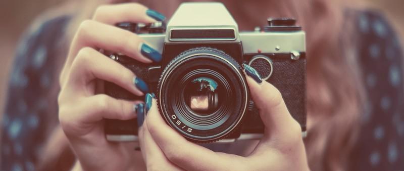 Kamera in 2 Händen